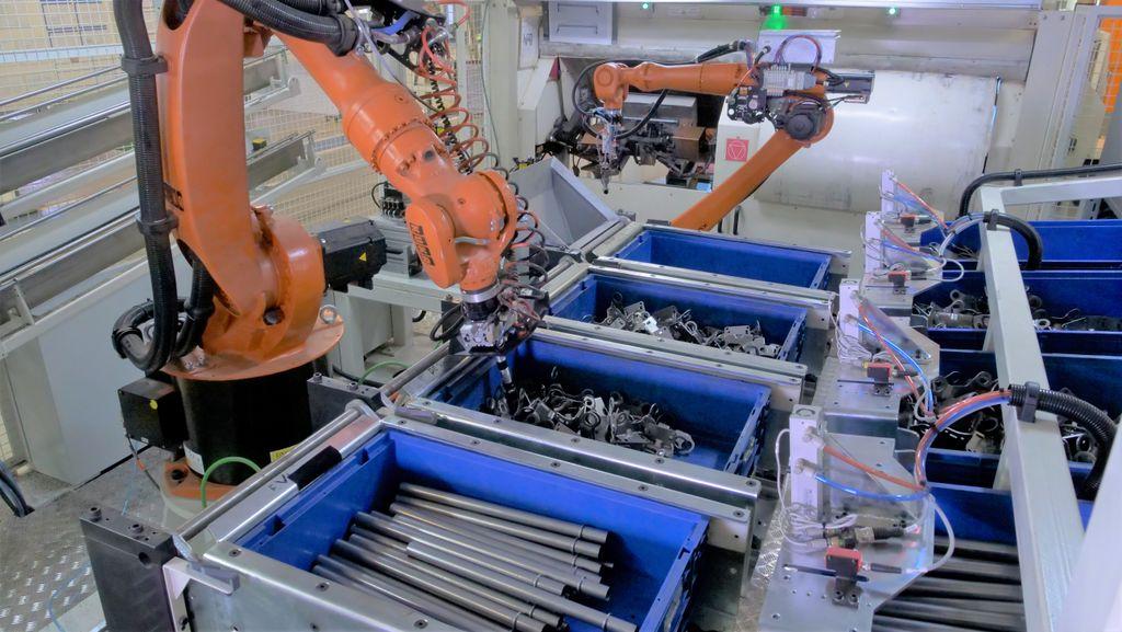 TPV Automotive's universal robotic bin picking cell.